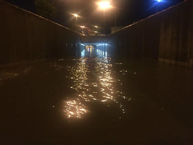 Снова дождь и снова затонувшие автомобили