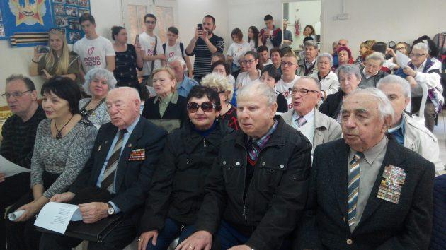 В «День добрых дел» школьники спели с ветеранами ВОВ