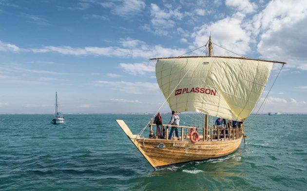 В Хайфе спустили на воду точную копию древнего финикийского судна