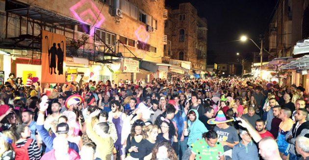 Сегодня: большая карнавальная вечеринка на рынке. Вход свободный