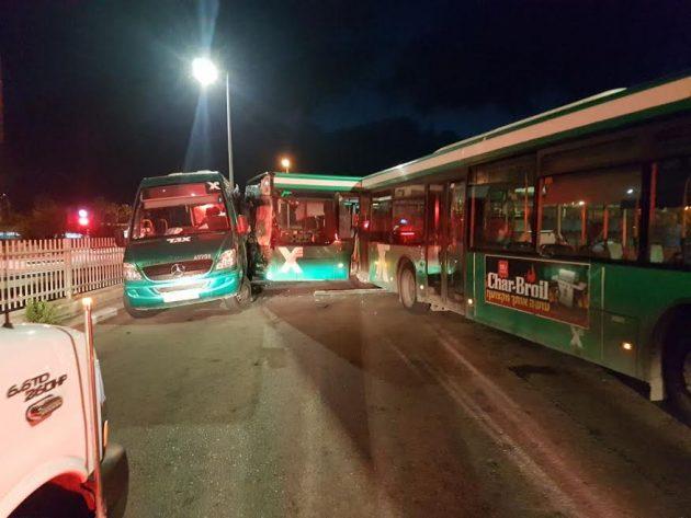 Центральная автостанция: столкнулись 2 автобуса и минибус