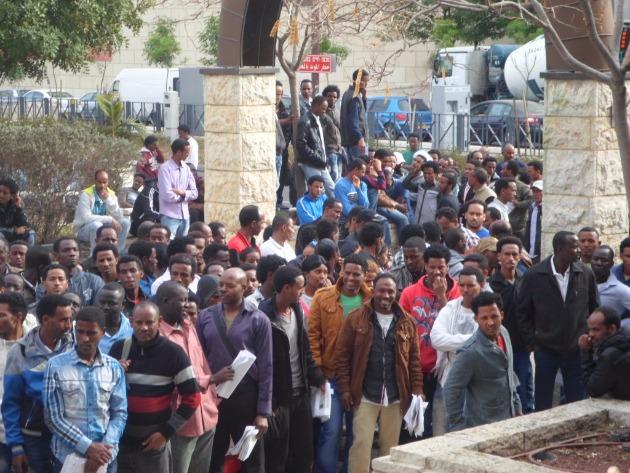 Африканские беженцы в Хайфе: кто ими занимается?