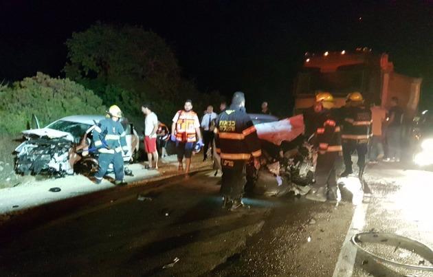 Ночная авария: пожарным пришлось разрезать автомобили