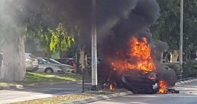 Последствия непогоды: молния попала в автомобиль (Видео)