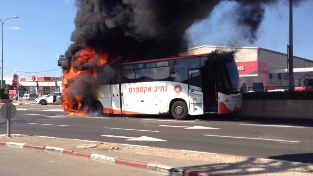На шоссе Хайфа-Акко загорелся автобус