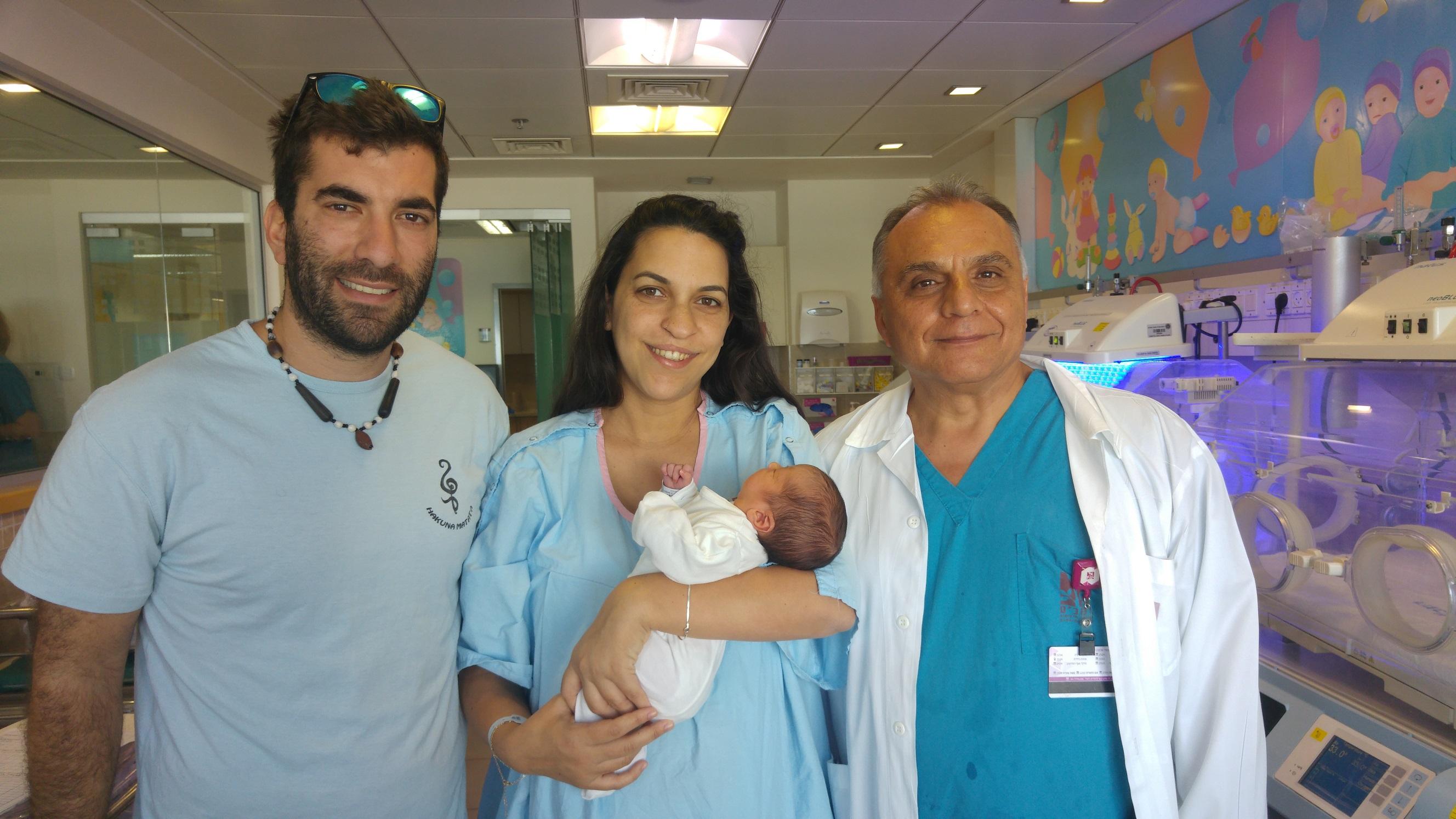 Доктор Авраами принял роды у женщины, которая родилась при его помощи… 31 год назад
