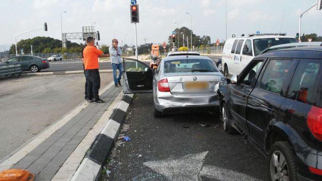 Авария на въезде в Хайфу: пострадали 8 человек, включая жениха и невесту