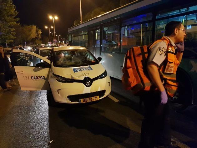 Первая авария с участием электромобиля: есть пострадавший
