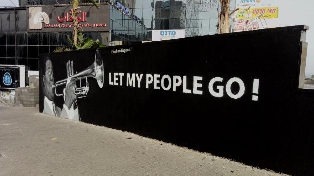 На стене «Чёрного Шекема» «заиграл» на трубе Луи Армстронг