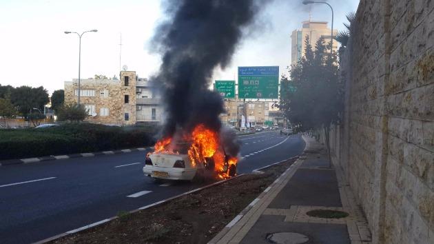 На шоссе сгорел автомобиль