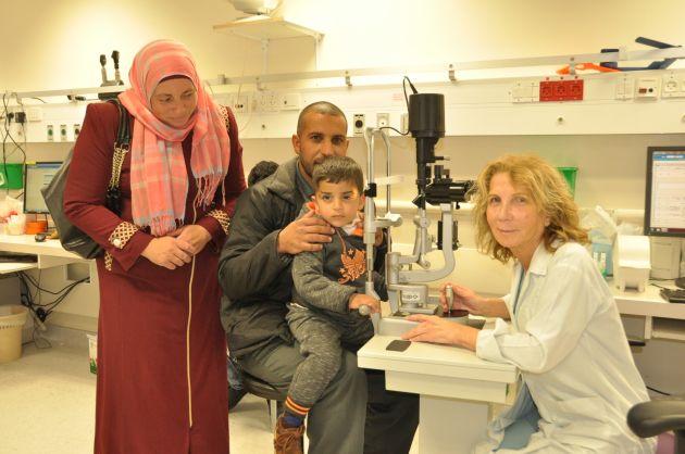 Трагедия палестинской семьи-4 слепых детей. Хайфские врачи вернули зрение самому младшему