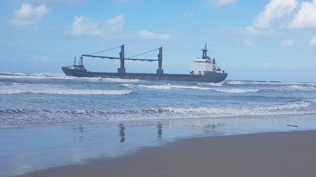 Драма у берегов Хайфы: застрявшее судно загрязняет море