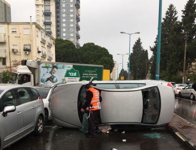 Происшествие в Неве-Шаанане: автомобиль перегородил улицу Ханита