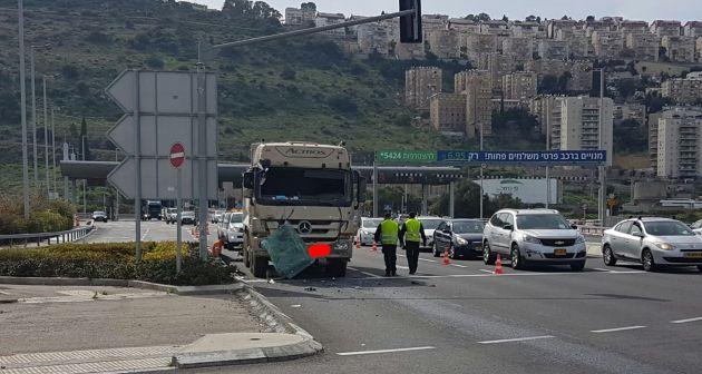 Авария у Кармельского туннеля: столкнулись грузовик и автобус