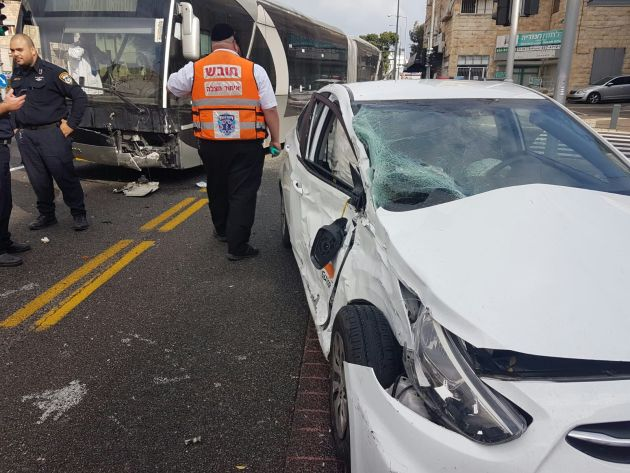 Автобус «Метронита» столкнулся с автомобилем