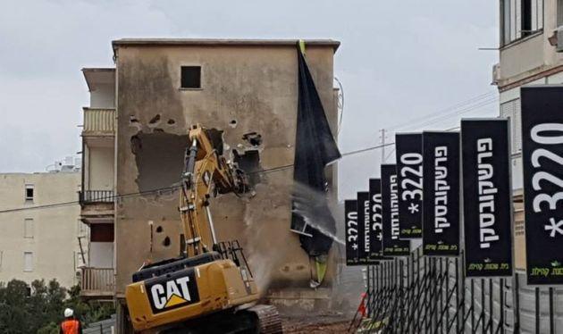 Неве-Шаанан: началось разрушение старых зданий
