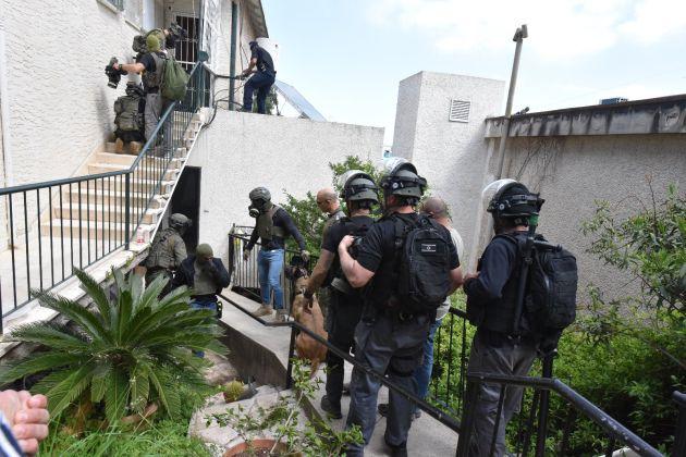Хайфская драма: 100 полицейских, спецназовцев и снайперов штурмовали квартиру на Верхнем Адаре (видео)