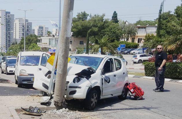 Французский Кармель: автомобиль врезался в столб