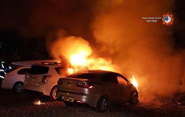 В Хайфе и Тират ха-Кармель горят автомобили