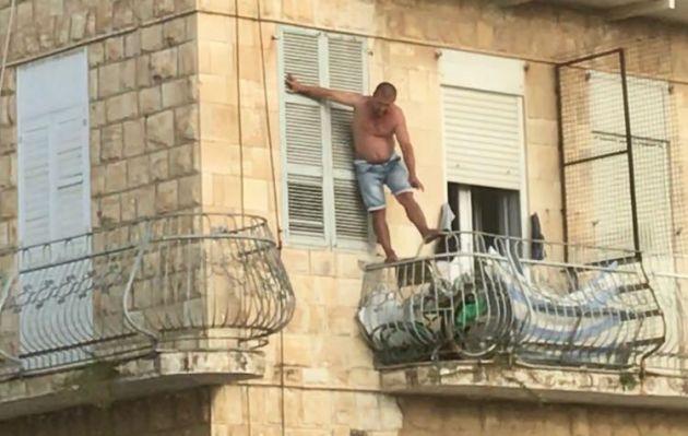 Крики по-русски в арабском районе: Отойди, я прыгну!