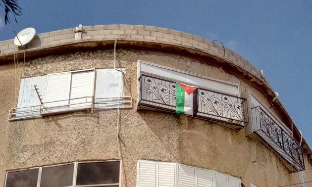 На Адаре вывесили палестинский флаг