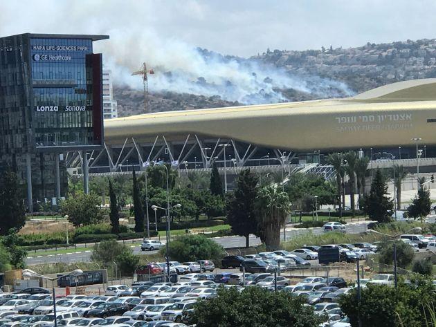 Пожар на горе Кармель между Хайфой и Тират ха-Кармель