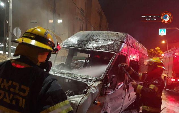 Вторая попытка поджога удалась: микроавтобус полностью сгорел