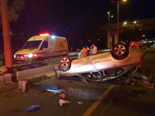 В районе Чек-Поста перевернулся автомобиль: 4 человека пострадали