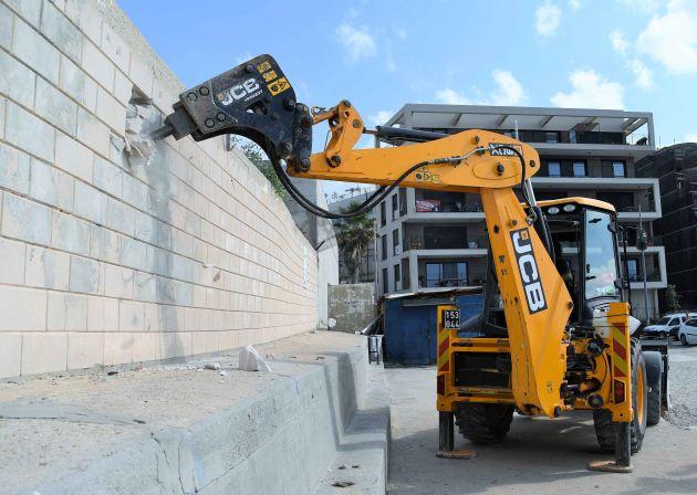 Что означает начало разрушения стены в Бат-Галиме