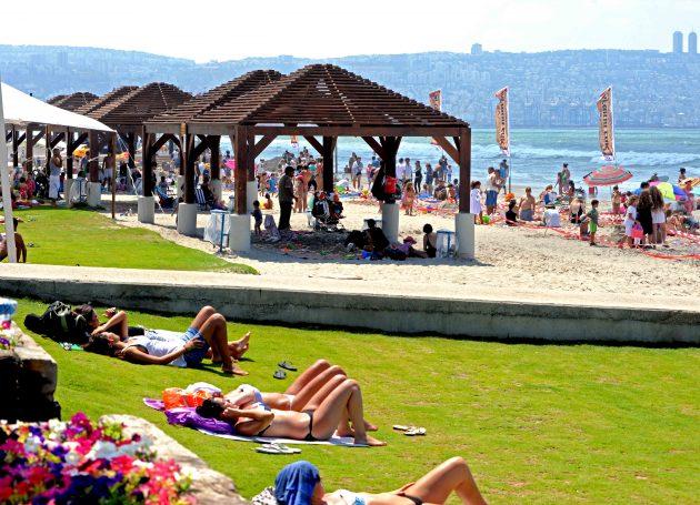 В Хайфе продлили купальный сезон на месяц