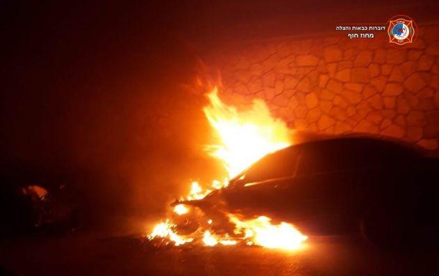 Ночью подожгли автомобиль