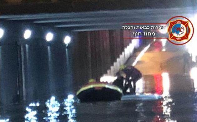 Драма в туннеле заполненном водой: водитель микроавтобуса оказался в опасности