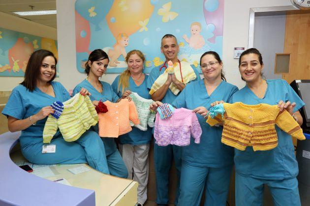 Благородная традиция: вязаные изделия в подарок для хайфских малышей