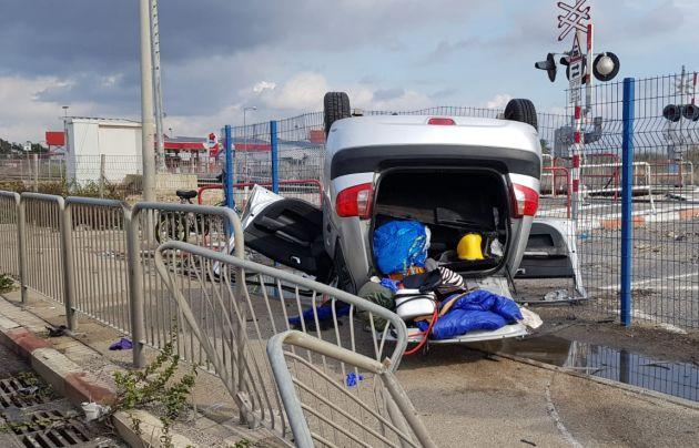 Рядом с базой «Техни» перевернулся автомобиль: трое пострадавших