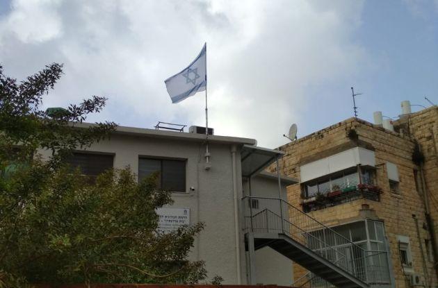 Флаги над муниципальными зданиями в Хайфе: почему закон не работает?