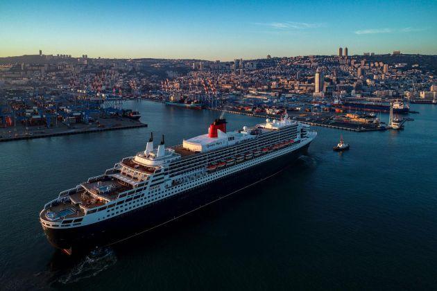 В Хайфу вошло самое роскошное в мире круизное судно Queen Mary 2 (Видео)