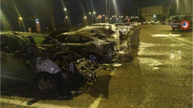 Ранним утром загорелись три автомобиля