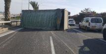 На шоссе №22 перевернулся прицеп