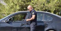 Задержан водитель перевозивший друзей на... капоте