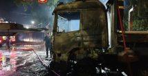 На окраине Хайфы загорелись грузовики