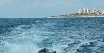 Драма напротив хайфского пляжа: скутер заглох и начал опускаться под воду