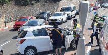 Хайфа: автомобиль врезался в огромный фонарный столб и...